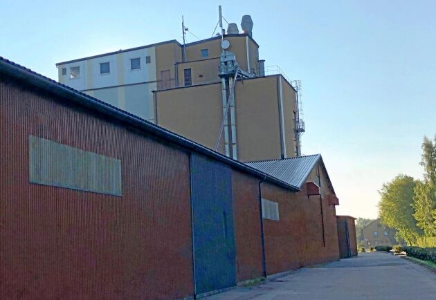 Slöinge Lantmän i Halland har beslutat om att ge lantbrukare som inte kan uppfylla sina fastprisavtal ett års respit.