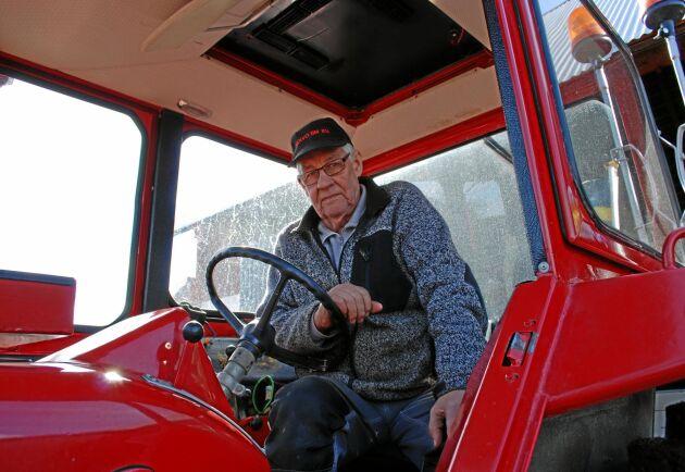 Bengt Johansson har lång erfarenhet av traktorkörning och har kört T 814 i snart 30 år. Det är dock inget han ledsnat på. Tvärtom så vill han åka mer.
