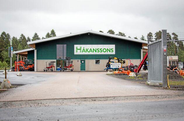 Håkanssons hade precis dragit i gång bygget av den här nya anläggningen i Ljungby när beskedet kom från Agco om att samarbetet sades upp. I dag är det Kubotas orangea maskiner som säljs i stället för Massey Ferguson.