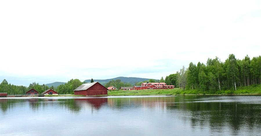 Sjöarna, skogen och de röda stugorna är exotiskt för europeiska storstadsbor.