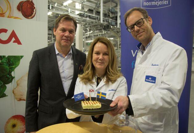 Ica Sveriges vd Anders Svensson, landsbygdsminister Jennie Nilsson (S) och Norrmejerier vd Anders Fredriksson vid pressträffen då Icas och Norrmejeriers nya satsning presenterades.