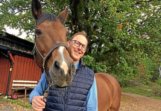 Det skulle bli för dyrt och krångligt att lösa lagringen av hästgödsel menar Per Harsem hos Fortum som nu lägger ner sin svenska satsning på Horsepower.