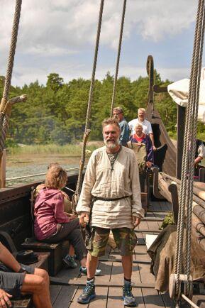 Målet för dagen är Lurö mitt i Vänern för att sedan vandra vidare längs Sankt Olavsleden.
