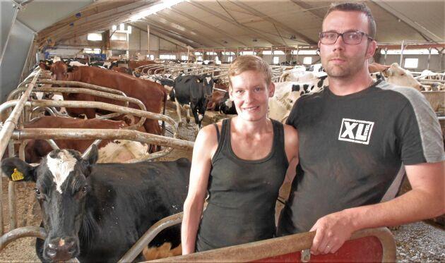 Erik och Tina Johansson ser till att den stolta traditionen av mjölkproduktion på Bolmsö lever vidare.