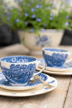 Blått engelskt porslin ger äkta afternoon tea-känsla. Foto: Pia Gyllin