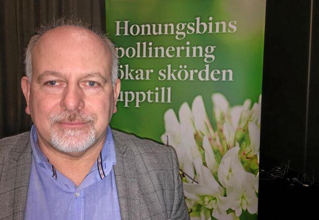 Hans Eriksson har under sina sju år som klöverfröodlare arbetat målmedvetet för att öka insektslivet.