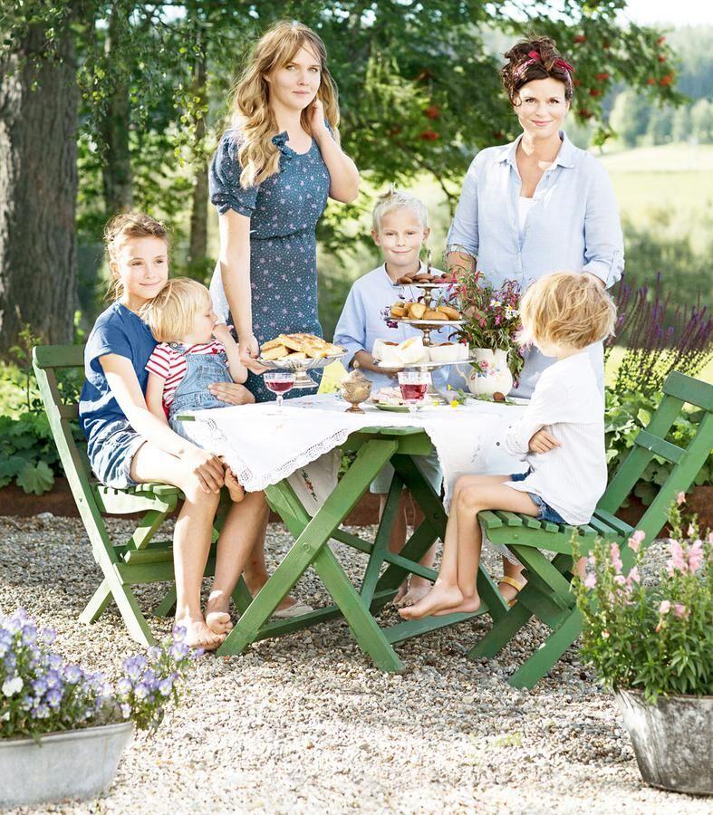 Clara Lidström och Annakarin Nygren med barnen. Foto: Clara Lidström
