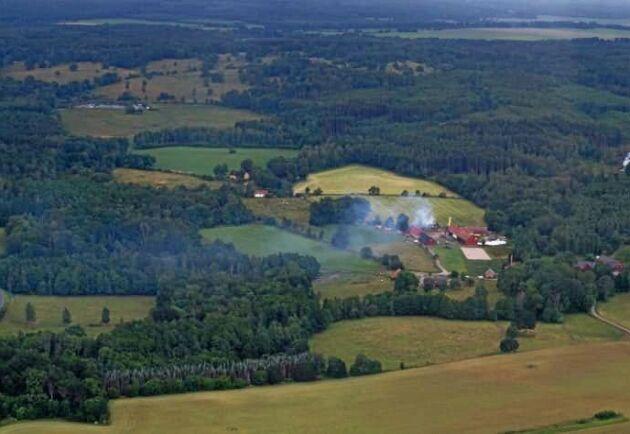 Bild från måndagens brandflygning av Frivilliga flygkåren, som då höll uppsikt över en brand i nordöstra Skåne.