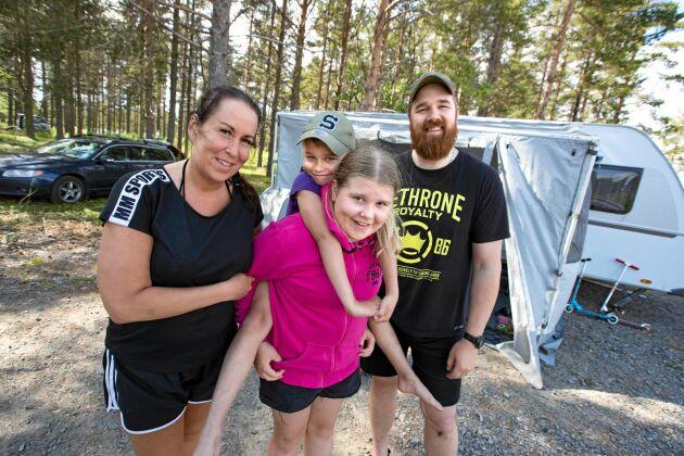 Familjen Lindgren från Boden har bestämt sig för att ställa sig i kö till en av campingens 33 permanenta säsongsplatser.
